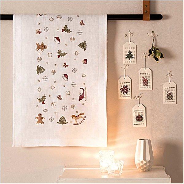 Rico Design Stickpackung Läufer Weihnachtsdeko 45x100cm
