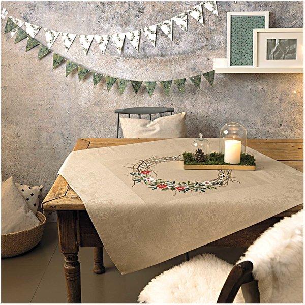 Rico Design Stickpackung Decke Kranz mit Blüten 90x90cm